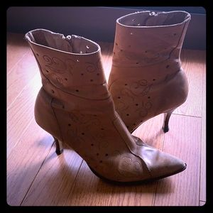 Two Lips Brown Boots